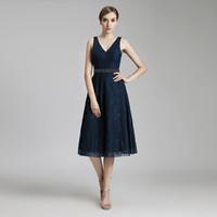 wulst für kleider großhandel-2019 Vintage Navy Blue Lace Günstige Tee Länge Elegantes Partykleid A-Line Prom Kleider Ärmellos Perlen Schärpe Mutter der Braut Abendgarderobe