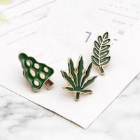 yeşil yaprak broş toptan satış-Sevimli Karikatür Broş Pin Yeşil Bitki Büyük Ağaç Yaprak Yeşil Akçaağaç Yaprağı Ile Hayat Yeşil Tema Broş Pin Denim Ceket Şapka Elbise Adornme