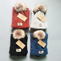 en iyi çocuklar kışlık şapkalar toptan satış-Marka UG Çocuklar Örgü Eşarp Kürk Pom Şapka 2 adet Set Lüks Kasketleri Kış Sıcak Tığ Atkılar Kız Erkek Çocuk Açık Kayak Şapka için Setleri en iyi