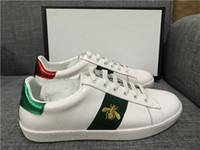 sapatos pretos bordados venda por atacado-Desconto Lady Moda Homens Mulheres Sapatos Casuais Itália Designer De Sapatilhas Sapatos De Couro Top Qualidade Verde Vermelho Abelha Bordado Preto Tigre 35-46