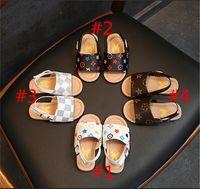 erste wanderer hausschuhe großhandel-Kinder Designer Hausschuhe PU Leder Erste Wanderer Mädchen Schuhe Luxus Sommer Marke Sandalen rutschfeste Schuhe Floral Outdoor Strand Sandalen B6251