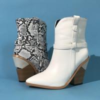 botas para as mulheres cunha branca venda por atacado-Branco Preto Brown Mulheres Ankle Boots Outono Inverno ocidentais botas de vaqueiro para as Mulheres cobra Imprimir High Heeled Wedge 2020 Novo