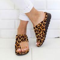 sandalias de leopardo de las mujeres al por mayor-Sandalias de mujer Sandalias planas de verano Sandalias de mujer Zapatos de moda Leopard Ladies Slipper Beach al aire libre