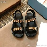 frauen kristall sommer sandalen großhandel-2019 Neue Flashtrek Sneaker-Sandalen mit Kristallen-Nieten, Sommer-Slip-on-Wandersandalen aus metallischem Leder für Damen
