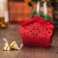 ingrosso scatola regalo tagliata a laser bianco-Regalo Candy Dolci Fiore pizzo Laser Cut Hollow oro bianco rosso di caramella di festa di nozze favore scatole di favore EEA883