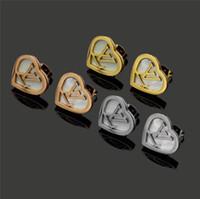 pendientes de oro carta de amor al por mayor-Nuevo diseño de lujo de alta calidad, acero de titanio, oro rosa, plata, letra, concha de corazón, pendientes de amor para mujeres, niñas, joyería de boda al por mayor