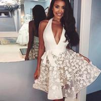 короткие белые платья для недоуздок оптовых-Liyuke White Halter A Line Homecoming платье Нежный аппликация без рукавов Спинки Пром платье Короткие коктейльные платья выпускного вечера