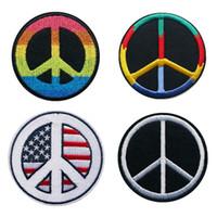 camisetas paz al por mayor-Bordado Cosa Hierro en parches Peace and Love Rainbow Black EE. UU. Insignias bordadas para el bolso Jeans Sombrero Camiseta Apliques DIY Decoración artesanal