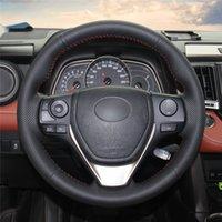 decoracion toyota corolla al por mayor-El volante del coche de la cubierta a mano stitc? H en la decoración de interiores cubierta del abrigo del coche para Toyota RAV4 2013-2017 / 2014-2017 Corolla