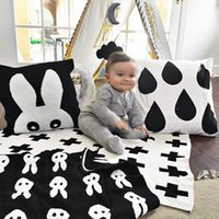 venta de toallas de bebé al por mayor-Ventas calientes Mantas para bebés Ropa de punto cruzada Manta de algodón Toalla de algodón Edredón Mantas suaves Toallas blancas negras 110 * 130 cm