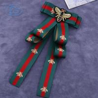 gute hochzeitshemden großhandel-Stoff Bogen Broschen für Frauen Krawatte Stil Brosche Hochzeitskleid Hemd Brosche Handgemachte Accessoires Gutes Geschenk