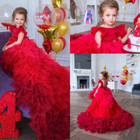 çiçek kızı elbise ruffle tren toptan satış-2020 Yeni Tasarım Güzel Kırmızı Çiçek Kız Elbise İçin Düğünler Mücevher Boyun Katmanlı Ruffles Tren Doğum Kız komünyon Yarışması Gowns Sweep