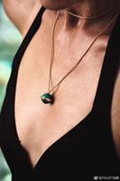 pendentifs d'agate rouge achat en gros de-Nouvelle arrivée de mode necklqce ball avec diamant pendentif collier dans 85cm longueur rouge nature agate et pierre verte pour les femmes bijoux de mariage