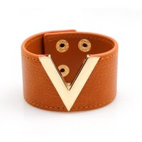 ingrosso v disegni anello-Bracciale in pelle moda nuovo bracciale alla moda Bracciale in pelle a forma di V braccialetto in pelle 100% design sexy Bracciale regolabile