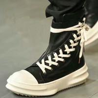 siyah strappy platformlar toptan satış-Moda Podyum Erkekler Çizmeler Siyah Beyaz Deri Ayakkabı Erkekler Flats Çapraz Strappy Lace Up Yüksek Üst Sneakers Platformu Çizmeler