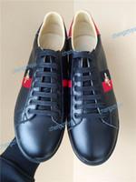 роскошные кроссовки оптовых-2019 Мужчины Женщины Повседневная Обувь Мода Luxury Brands Дизайнерские Кроссовки на Шнуровке Спортивная Обувь С Высокого Качества Натуральная Кожа Пчела Вышитые