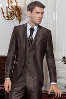 männer anzug glänzend braun großhandel-Ausgezeichnete Bräutigam Smoking Brown Shiny Mens Hochzeit Smoking Peak Revers Mann Jacke Blazer Fashion Prom / Dinner Suit (Jacke + Pants + Weste + Tie) 181