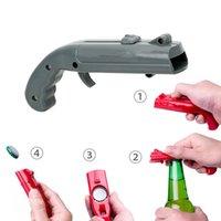 ingrosso bottiglie di birra in plastica-Creativo pistola a forma di apri della birra portatile Primavera Cap Catapult Launcher Strumenti Bar Bottiglia di birra coperchi Shooter birra Apribottiglie MMA2835