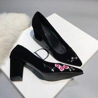 florale pumpenfersen großhandel-Chic Sticken Floral Frauen High Heels Schuhe Schwarz Wildleder Flacher Slip On Zapatos De Mujer Slip On Damen Pumps Party Billig