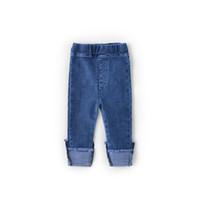 yeni stil kot pantolon çocukları toptan satış-2019 Yeni Stil Bebek Kız Kot Güzel Çocuklar Pantolon Rahat Pantolon Çocuk Giysileri Kore Manşet Denim Pantolon Bebek Kız Giyim