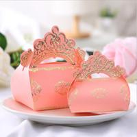bebek duş vaftiz tılsım toptan satış-Tatlı Aşk Pembe Prenses Altın Taç Düğün Favor Şeker Kutusu Doğum Günü Partisi Bebek Duş Vaftiz Hediye Kutuları 50 adetgrup