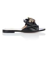 siyah kumaş sandaletler toptan satış-Yeni varış 2019ss bayan moda Siyah Deri Sandalet brasstone metal arı ve öz-yay boyutu ile euro 35-42