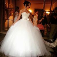 flauschige weiße brautkleider großhandel-Weiße Pailletten-Spitze, rückseitiger Reißverschluss, Bund, Fliege, herzförmiger Ausschnitt, flauschiges Kleid für das 2017 Brautkleid