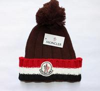 için hip hop şapkaları toptan satış-Lüks Kış marka Moda Tasarımcısı Bonnet kadın çocuk Rahat örgü hip hop Gorros pom-pom kafatası kapaklar açık şapkalar