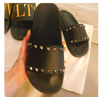 pantoufles hommes achat en gros de-Hommes Femmes Pantoufles Avec Boîte De Luxe Designer Mesdames Plage Pantoufle Espadrilles Rivet Stud Pantoufles Non-slip En Cuir Mens Casual Spikes Chaussures