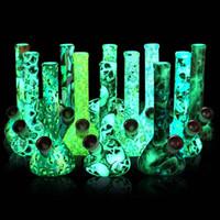 reciclador verde base azul venda por atacado-7,5 '' Glow no escuro proveta de tubo de água, com a impressão de FDA de silicone de vidro portátil de pirex tabaco bong fumar DAB sonda