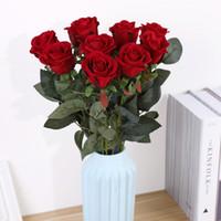 decoração rosas venda por atacado-Rose Flor Artificial Flor De Veludo Falso Rose Casamento Sala de estar Decoração de Mesa Conjunto Bouquet Decoração de Casa