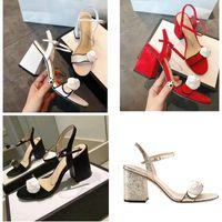 sandálias de salto preto grossas venda por atacado-2018 sapatos de estilo europeu de couro importado sandálias femininas designer tem etiqueta chinelos femininos moda feminina sapatos de salto alto preto branco