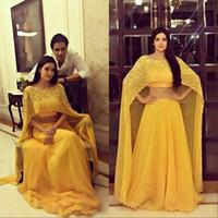ingrosso giallo sera giallo-Sexy giallo saudita Prom Dresses Bling Beaded Crop Top Long 2 pezzi Boat Neck Chiffon elegante abito da sera formale con Cape 2019