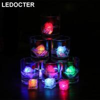 ingrosso mini cubetti ghiacciati-Mini LED Party Lights Colorful Cambiare i cubetti di ghiaccio Glowing Lampeggiante Lampeggiante Novità Decor Light Up Bar Club Matrimonio Ambient Wine glass Lamp
