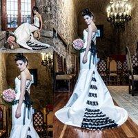 vestido de novia sirena corsé negro al por mayor-Vestidos de novia góticos en blanco y negro Vintage corazon con cordones Corsé espalda Steampunk sirena nupcial Cosplay vestido de novia más tamaño