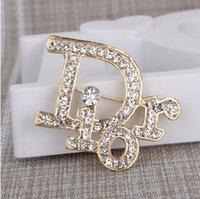 nakliye en iyi satmak toptan satış-En çok satan tasarımcı mektubu broş lüks kristal broş kazak takı altın kaplama broş sevgililer Günü hediye ücretsiz kargo