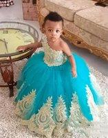 çiçekli quinceanera elbiseleri toptan satış-Hunter Tatlı Balo Quinceanera Modelleri 2020 Bir Omuz Altın Aplikler Kız Pageant Elbise Çocuk Doğum Günü Partisi Abiye Çiçek Kız Elbise