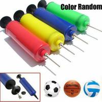 gadget de cores venda por atacado-Esporte Futebol Futebol Basquete Bola de Vôlei Mão Esportiva Mão Compacta Bomba de Ar Inflator Agulha Adaptador Cor Aleatória Gadgets ZZA671