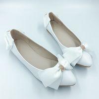 sapatos de renda branca pérola venda por atacado-Handsome2019 Rhinestone Lace manual de pérola arco senhora único sapato da dama de honra plano de fundo inferior com branco noiva sapatos de casamento