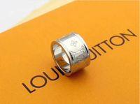 molde de silicone da china venda por atacado-Anéis de Casamento do desenhador para Os Amantes de Designer de Marca 3 cores Anel Antigo Anel de Noivado Carta de Flor para Mulheres Dos Homens Com Saco