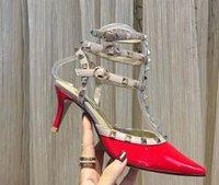 calcanhar médio nude venda por atacado-Marca Mulheres Bombas sapatos de casamento Mulher saltos altos sandálias nus Moda correias do tornozelo Rebites Shoes Sexy HighHigh, saltos médios e baixos