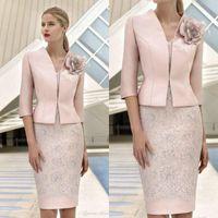çiçek aplike gelin elbisesi toptan satış-Zarif 3D Çiçek Pembe Ceket Ile Gelin Elbiseler Annesi dantel Aplike Boncuklu Düğün Konuk Elbise Diz Boyu Örgün Parti törenlerinde