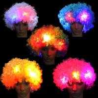 perucas surpreendentes venda por atacado-1Pcs surpreendente cabeça Explosão LED Cabelo Flashing Light Peruca Fãs Curly Chapéu de Festa partido do carnaval de aniversário para crianças Adultos