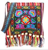 stickerei taschen national großhandel-Hmong Vintage ethnischen Umhängetasche Stickerei Boho Hippie Quaste Tote Messenger chinesischen ethnischen Stil bunte Tasche