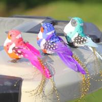 ingrosso ornamenti da giardino decorazione-12Pcs colore casuale / Lot artificiale Manmade piuma di uccello realistici ornamenti del giardino simulati Uccelli giardino della casa Carino penna di decorazione