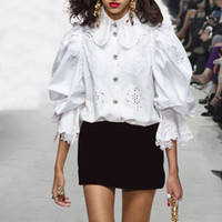 flare blusen großhandel-Patchwork Spitze Frauen Tops und Blusen Flare Sleeve Weiß Schlank aushöhlen Rüschen Damenhemden Elegante Kleidung Neu