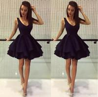маленькие атласные черные халаты оптовых-2020 простые черные пухлые короткие платья возвращения на родину линия глубокий v-образным вырезом атласные платья выпускного вечера молния 8-го класса платья для вечеринок robes de soirée