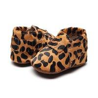 yenidoğan leopar ayakkabıları toptan satış-Hakiki Deri Leopar Baskılı Yenidoğan Bebek Ayakkabı At Saç Bebek Erkek Kız Moccasins Bebek Yumuşak Beşik kaymaz Ayakkabı Firstwalker