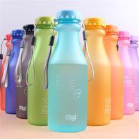 wasserflaschen lanyards großhandel-Scrub Soda Flasche Kunststoff Wasserkocher Abdichtung Bewegung Wasser Cup Tragbare Hydration Gear Widerstand zu Fall Lanyard Design 3 9kjC1
