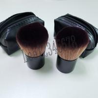 bolsa de cepillo kabuki al por mayor-¡Envío gratis! 2018 caliente Nueva llegada m @ c Makeup Professional 182 Rouge brush kabuki Blusher Brush + funda de cuero